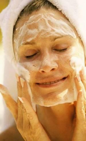 Deixa sua pele linda e sedosa com hidratante e filtro solar