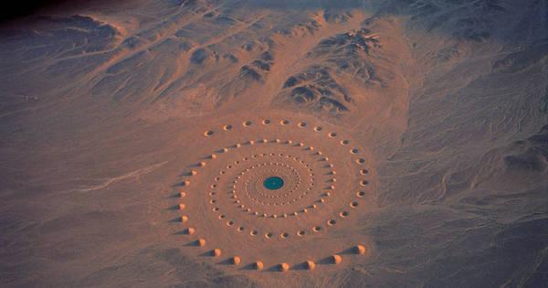 Espiral gigante no deserto parece sinal alienígena e intriga turistas ...