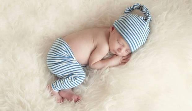 Garanta noites tranquilas ao criar uma rotina para o sono de seu filhote