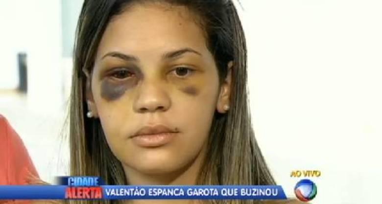 Segundo a garota, o agressor, Vinícius Fujimori, de 20 anos, olhou para ela e continuou a agressão: — Não vi se ele fez mais alguma coisa porque eu desmaiei