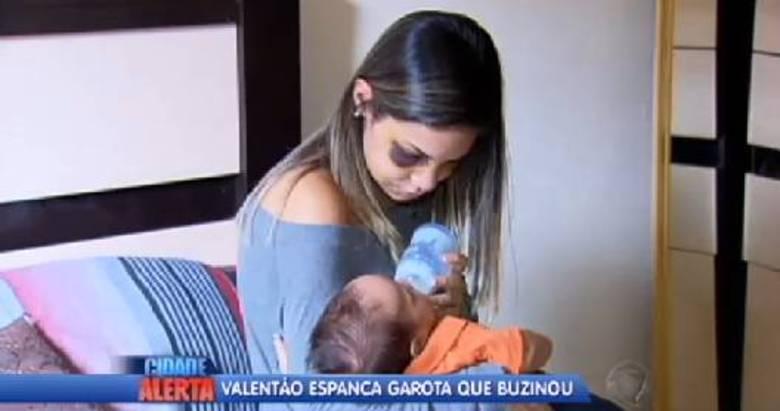 Letícia e Rafael são pais de um bebê de três meses, que estava no banco de trás do carro no momento da agressão. A mãe não pode amamentar em função dos fortes remédios que está tomando até passar por cirurgia para reconstruir o maxilar