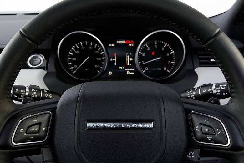 Versão de 'entrada' da família de luxo Range Rover, o Evoque não conta com o painel de LCD dos 'irmãos' maiores, mas oferece diversos tipos de mimos a seu condutor.Leia a avaliação completaSaiba tudo sobre carros! AcesseR7.com/carrosE confira os melhores preços de novos e usados emr7.icarros.com.br