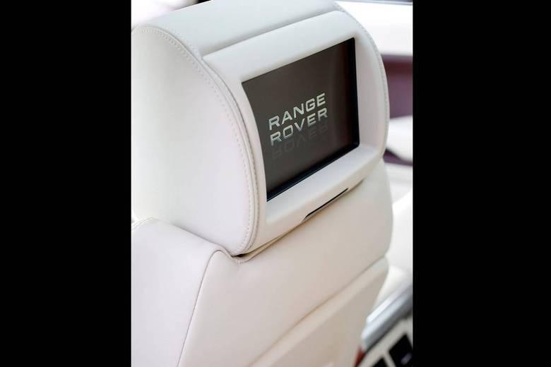 As telas extras podem ser comandadas pelo motorista ou pelos passageiros, através de um controle remoto.Leia a avaliação completaSaiba tudo sobre carros! AcesseR7.com/carrosE confira os melhores preços de novos e usados emr7.icarros.com.br