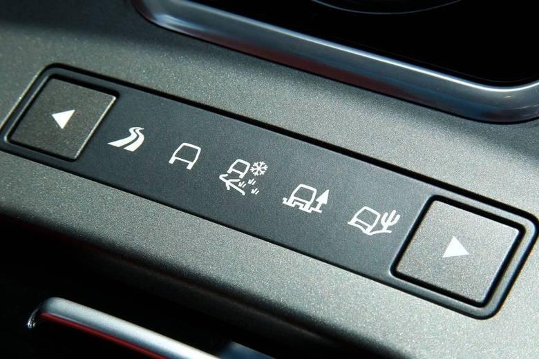 O sistema Terrain Responde, presente em todos os Land Rover, adapta o carro para diferentes condições de piso, como lama, cascalho e areia.Leia a avaliação completaSaiba tudo sobre carros! AcesseR7.com/carrosE confira os melhores preços de novos e usados emr7.icarros.com.br
