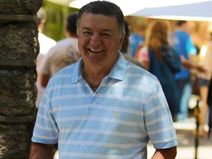 O ex-árbitro Arnaldo Cezar Coelho é o juiz brasileiro com maior número de atuações  em Copas do Mundo: sete vezes. Também foi o primeiro árbitro não europeu  a apitar uma decisão, em 1982. Seu time do coração é o Flamengo