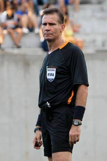 Wilson Luiz Seneme seria o árbitro brasileiro na Copa do Mundo de 2014,  mas foi reprovado nos testes físicos. Ele torce para o São Paulo