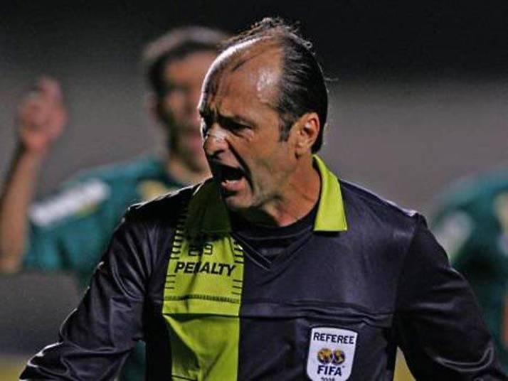O ex-árbitro Carlos Eugênio Simon foi o representante do Brasil nas  últimas três Copas do Mundo. Hoje trabalha como comentarista e não  precisa esconder mais sua predileção pelo Internacional