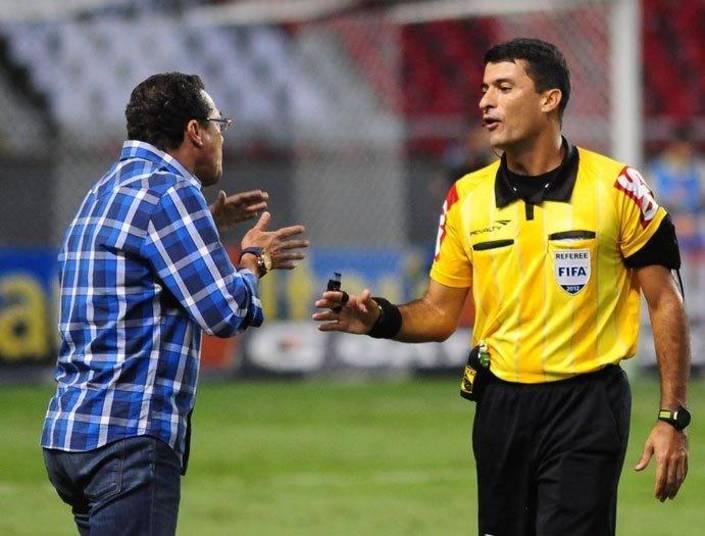 Sandro Meira Ricci é conhecido como árbitro que processou Neymar. Após  supostos comentários do jogador, via redes sociais, sobre sua  arbitragem. Ricci é torcedor do Cruzeiro