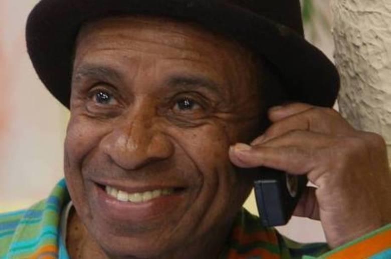 Aloísio Ferreira Gomes (Canarinho) O humorista da praça é nossa sofreu um infarto agudo no miocárdio em abril deste ano. Ele também estava no programa desde 1987