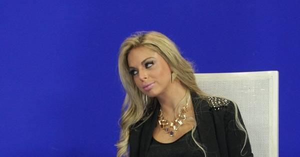 Apresentadora de telejornal tira a roupa ao receber Andressa Urach ...