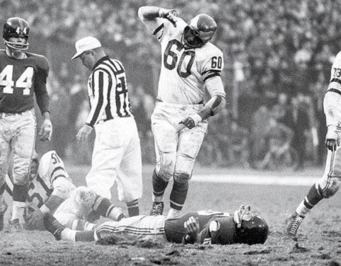 Nessa, parece que o jogador caído no chão irritou mesmo o número 60