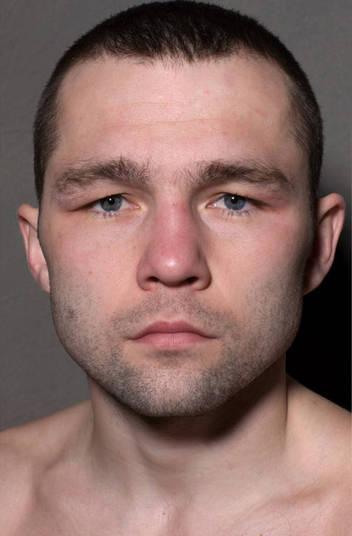 Dimitry Kirilov da categoria super-mosca apareceu antes com toda pompa de vencedor
