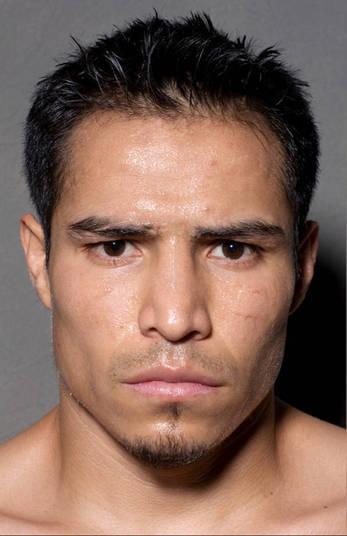 Este é Cecilio Santos que luta pela categoria dos super-pena. Ele acha que a cara de mau vai ajuda-ló a ganhar de seus adversários