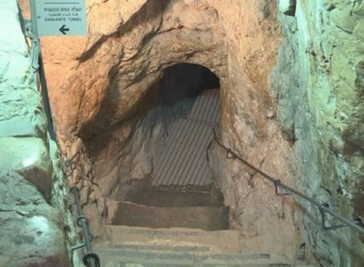 Depois de 15 anos de escavação conhecidos como os mais complexos já realizados em Israel, arqueólogos descobriram a Cidade da Primavera. A construção retoma a época de Davi e seu filho Salomão, reis de Israel.A cidade descoberta tem cerca de 3.800 anos