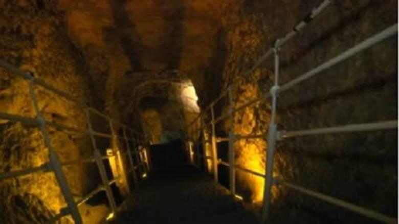 Dezenas de pesquisadores liderados pelo professor Ronny Reich da Universidade de Haifa e por Eli Shukrun, membro da Autoridade de Antiguidades de Israel.A escavação aconteceu na Cidade de Davi, no Parque Nacional de Davi