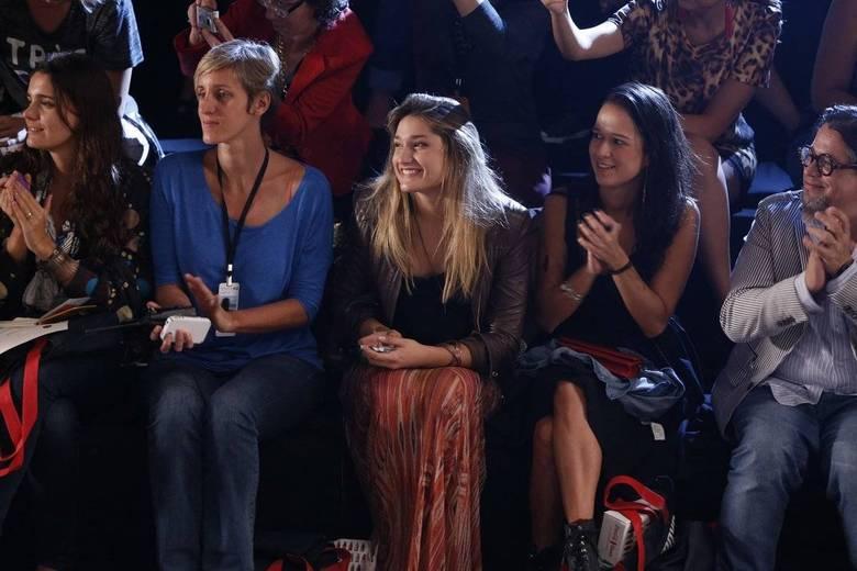 Sasha foi ao Fashion Rio ver a amiga Bruna Marquezine desfilar e, claro, não ficou em um lugar qualquer, né? A teen sentou na primeira fila!