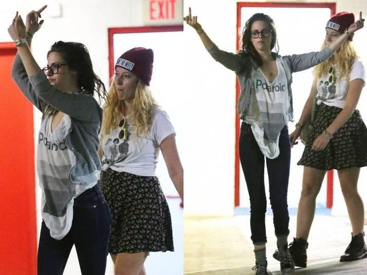 Kirsten StewartDeu para perceber que a atriz não ficou muito feliz com a presença dos fotógrafos, não é?