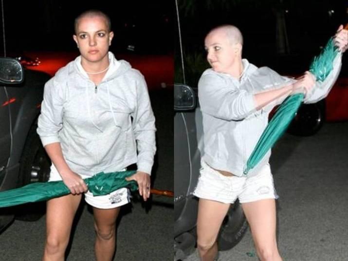 Britney SpearsUma das brigas mais icônicas foi a da cantora, em 2007, quando ela estava completamente surtada e tinha raspado a cabeça. Ela atacou os paparazzi com um guarda chuva e cara de psicopata