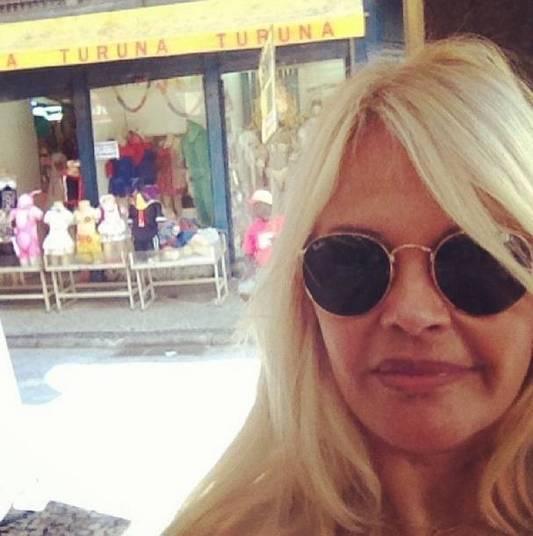 InternaçãoMonique Evans foi parar no hospital, nesta semana. Em entrevista ao jornal Diário de S. Paulo, a apresentadora contou que estava com febre e alterações cardíacas. A famosa disse ainda que vai rever os medicamentos que toma para controlar o transtorno borderline.— Tenho sentido uma certa tristeza