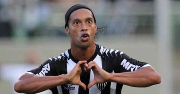 Queimado no Brasil, Ronaldinho tem fim de carreira melancólico ...