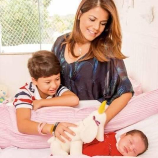 A atriz Nivea Stelmann mostrou uma foto da revista Caras, onde é uma das personagens da semana falando sobre maternidade.—️Não paro de babar minha cria