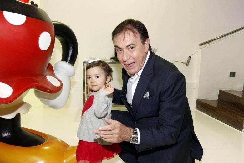 Padrinho da criança, Amaury Jr participou e brincou na festa de Alice, filha da apresentadoraDaniela Albuquerque