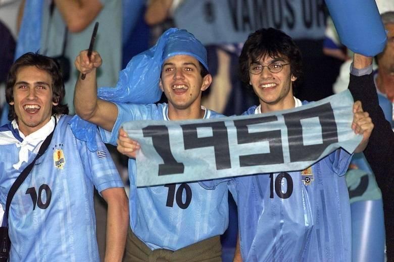 Outro jogo marcante foi a derrota do Brasil para o Uruguai, em 16 de julho de 1950, no Maracanã. A partida ficou conhecida como 'Maracanazzo', em razão do trauma que significou para o torcedor brasileiro. No país, todos acreditavam em uma vitória tranquila. Mas o Uruguai, que tinha craques como Obdulio Varela, Gigghia e Schiaffino entrou com o objetivo de estragar a festa. Os gols ocorreram no segundo tempo. O Brasil, que jogava pelo empate, abriu o placar com Friaça, aos 2 minutos, mas o Uruguai fez dois, com Schiaffino, aos 21 e Ghiggia aos 34.