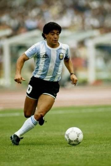 Outro jogaço foi a final da Copa de 1986, Argentina 3 x 2 Alemanha Ocidental, em 29 de junho de 1986. A conquista coroou a atuação de Diego Maradona naquele Mundial. Ele não fez golaços, como havia feito contra a Inglaterra, pelas quartas, e contra a Bélgica, pelas semifinais, mas deu o passe para Burruchaga fazer o terceiro gol do time. No início, parecia que a Argentina venceria com facilidade: fez 2 x 0, com Valdano e Brown. Mas a Alemanha empatou, com Rummenigge e Voeller, antes de tomar o terceiro. Além do título, Maradona foi responsável por outra façanha. A atuação do jogador fez com que ele fosse o primeiro da história a receber a nota 10 da exigente revista italiana Guerin Sportivo.