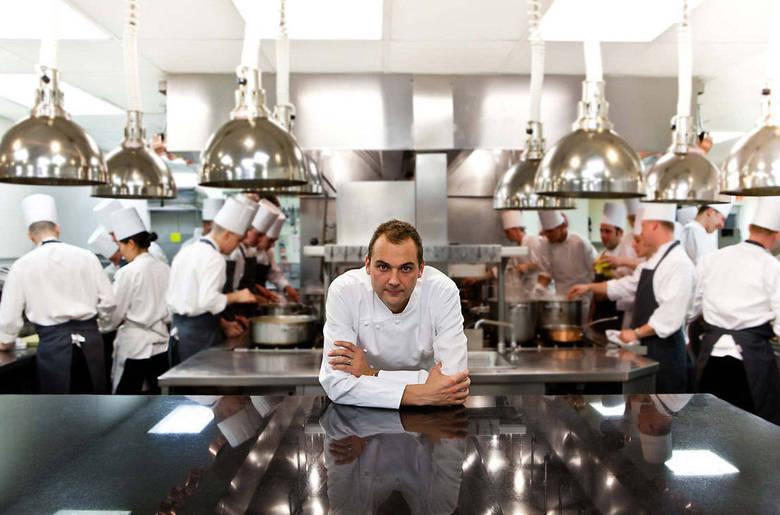 4º lugar:Eleven Madison Park, Estados UnidosO chef e gerente-geral Daniel Humm oferece aos clientes do restaurante americano uma experiência deliciosa e envolvente, com o uso de ingredientes inigualáveis e culinária de primeira classe. De acordo com o jornal The New York Times, oferece um menu que custa US$ 195 (R$ 389,90)