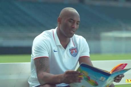 Astro na NBA é a estrela da nova propaganda do álbum da Copa. Entenda