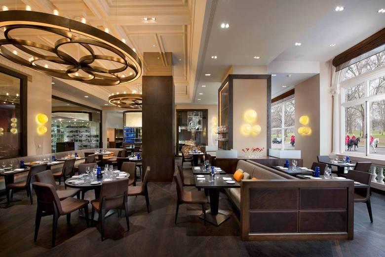 5º lugar: Dinner by Heston Blumenthal, InglaterraIdealizado pelo chef britânico Ashley Palmer-Watts, o restaurante reformula receitas antigas, que chegam a ser do Século XIV, usando técnicas da cozinha contemporânea. O preço do menu chega a custar £ 72 (R$ 223,11), enquanto o vinho custa até £ 395 (R$ 1.224,03)