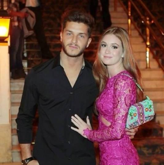 Klebber Toledo e Marina Ruy BarbosaO casal teen contracenou em Morde e Assopra, em 2011, e trouxeram o romance para a vida real. Os dois não se largam desde então