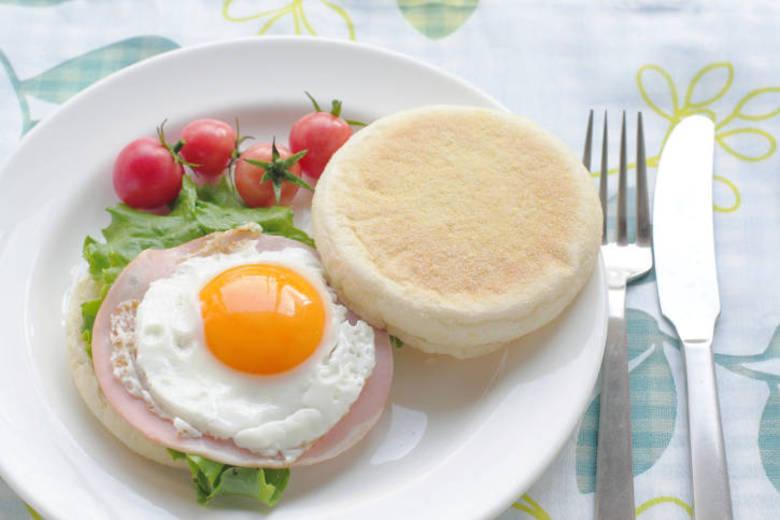 E que tal fritar um ovo e incrementar um sanduíche natural na madrugada? Clique aqui e aprenda a preparar!