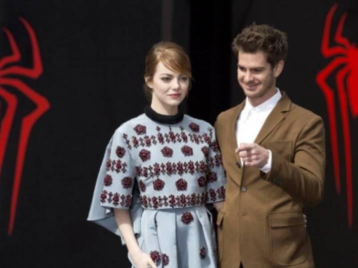 Andrew Garfield e Emma StoneUm dos casais mais cool da atualidade se conheceu no set de O Espetacular Homem-Aranha (2012). Fofos, sempre protagonizam cenas de muito carinho, principalmente na divulgação dos filmes do herói
