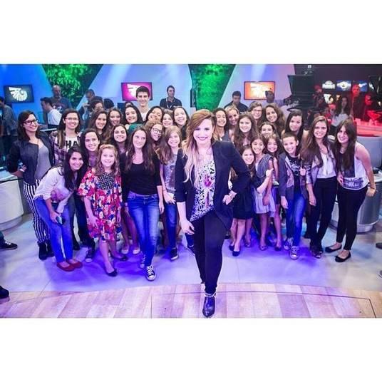 Além disso, Laura, Bia e Vinícius Bonemer tiveram acesso a um show fechado e exclusivo de Demi Lovato. Coincidentemente, o show era para um programa da emissora em que os pais deles trabalham