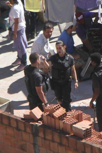 Pelo segundo dia  consecutivo, Cleo Pires esteve no Morro do Vidigal, no Rio de Janeiro, para  filmar cenas para o longa-metragem B.O – Boletim de Ocorrência. Na película, a  atriz interpreta uma policial