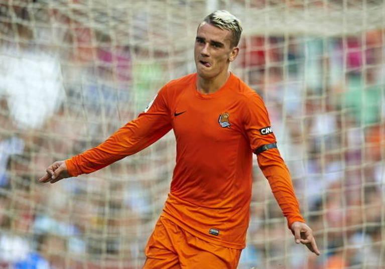 Griezmann    O francês Griezmann tem 23 anos e está jogando muito pela  Real Sociedad. É a principal alternativa ofensiva da França, que em sua posição  tem os titulares Valbuena e Ríbery