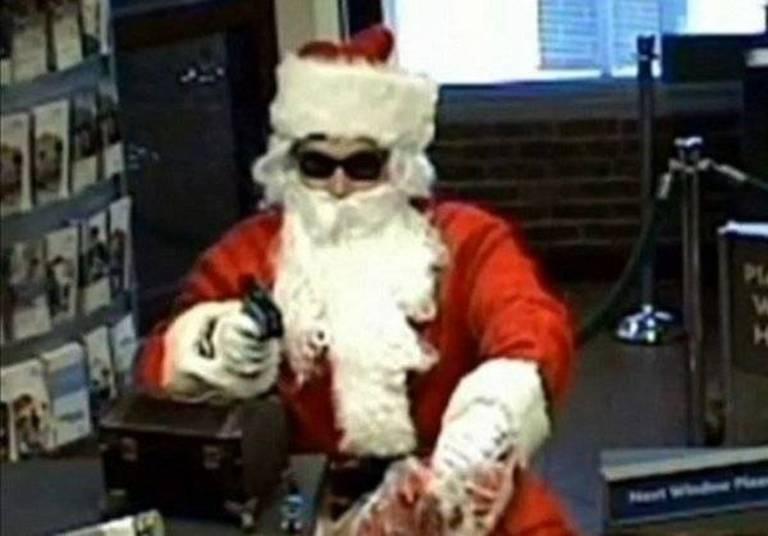 Alguns bandidos usam disfarces bizarros para cometer seus crimes. Este papai Noel, por exemplo, roubou um banco e disse que ia usar a grana para 'pagar o salário de seus gnomos'. É só maluquice...