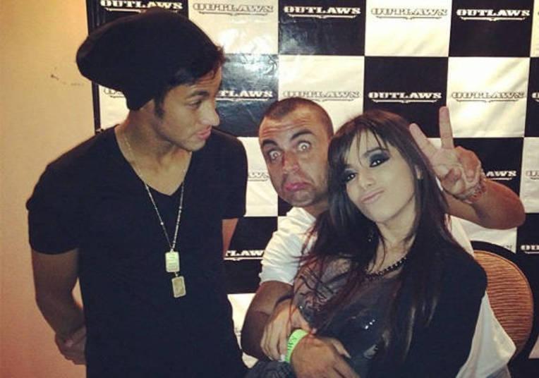 Anitta também já esteve no meio de outros boatos. Até com Neymar ela já foi colocada. Aliás, a funkeira ficou bastante irritada com o boato de que ela e o jogador teriam um affair, já que na época ele ainda estava com Bruna Marquezine