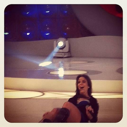 E se teve pra Claudinha, teve pra Ivete também. A cantora veio chão abaixo durante uma gravação do programa da apresentadora Eliana. O clique foi compartilhado nas redes sociais de Ivete