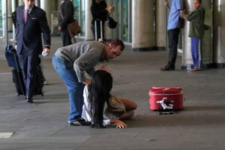A sorte de Lorena foi ter encontrado um simpático rapaz que a ajudou a se levantar