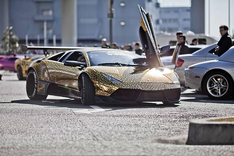 Já este Lamborghini Murciélago é oncinha das rodas ao tetoSaiba tudo sobre carros! Acessewww.r7.com/carros