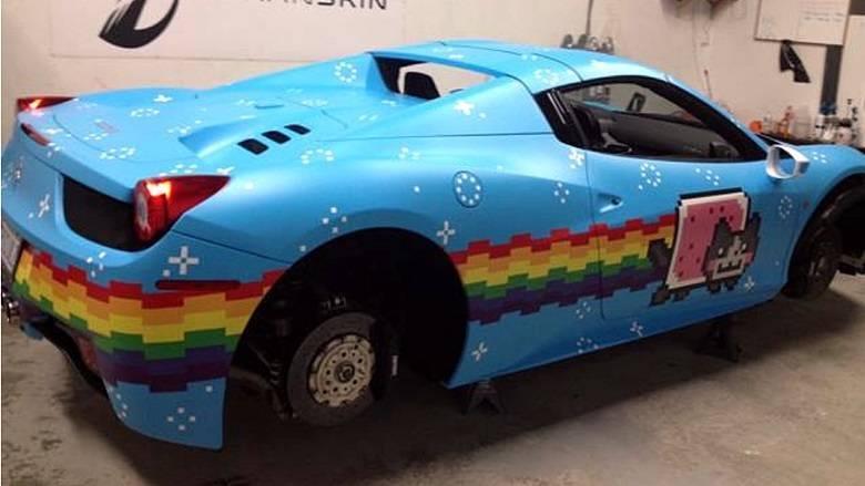 O dono desta poderosa Ferrari 458 Spider certamente ama joguinhos vituaisSaiba tudo sobre carros! Acessewww.r7.com/carros