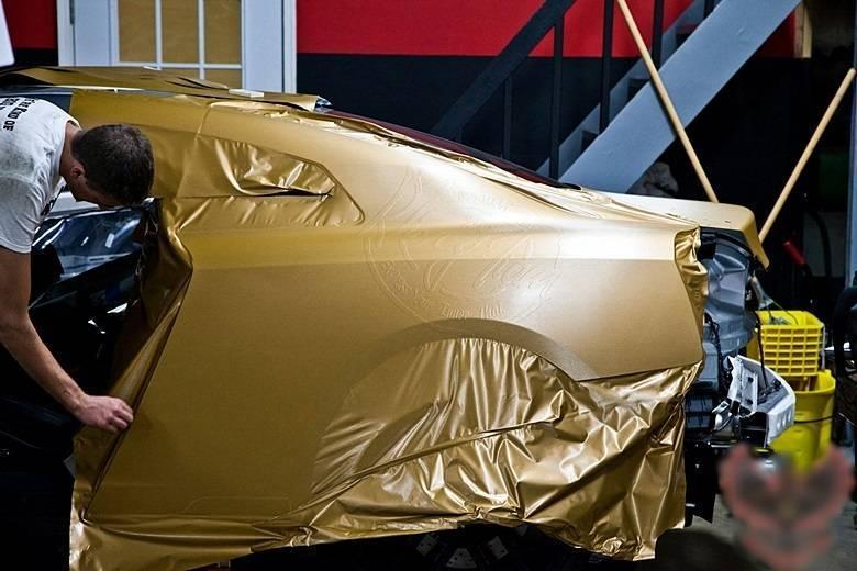 Envelopamento dourado é a última moda no orienteSaiba tudo sobre carros! Acessewww.r7.com/carros