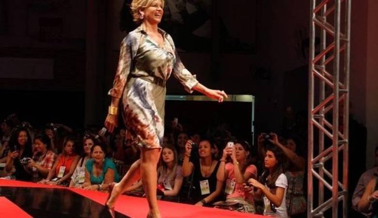 A ex-mulher do humorista Carlos Alberto e Nóbrega, Andréa de Nóbrega desfilava feliz da vida no Mega Polo Moda, em São Paulo, e ...