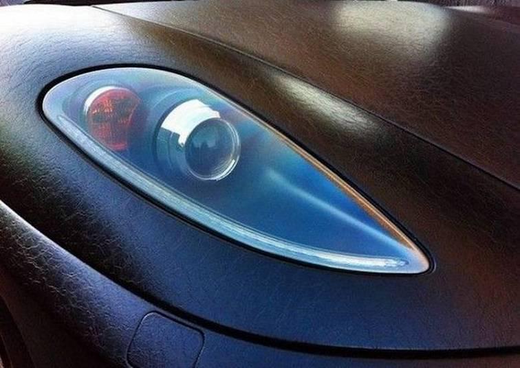 Repare na textura da película aplicada na FerrariSaiba tudo sobre carros! Acessewww.r7.com/carros