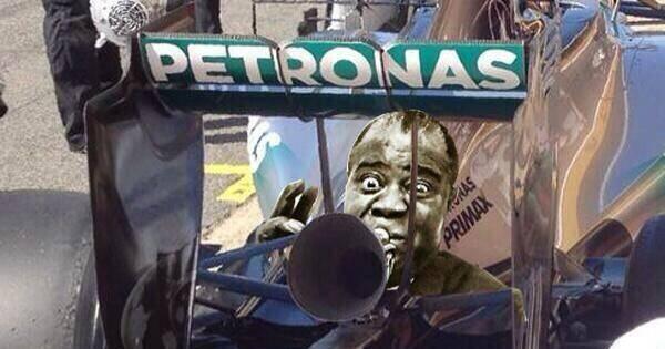 Mercedes testa corneta no escapamento para aumentar barulho do ...
