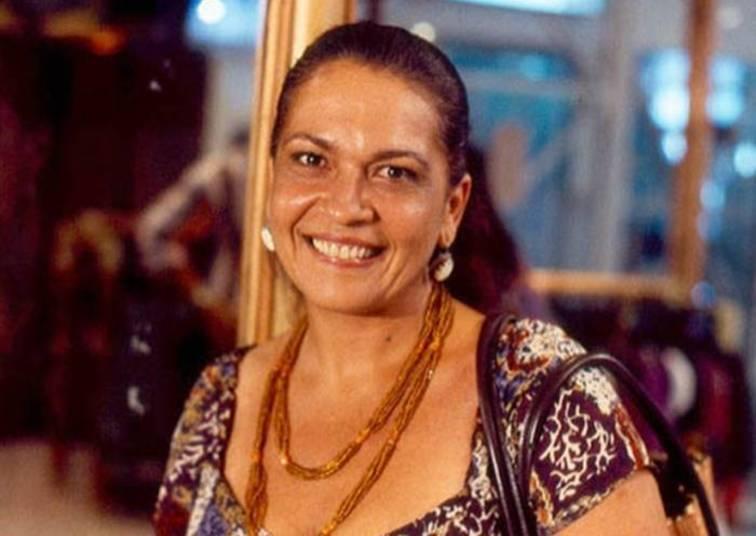 Regina DouradoConhecida por interpretar Lucineide em Explode Coração (1995) e dar vida ao bordão 'Stop Salgadinho', Regina morreu em 2012 com câncer de mama. Ele enfrentava a doença havia quase dez anos. Seu último papel foi na Rede Record, na novela Caminhos do Coração
