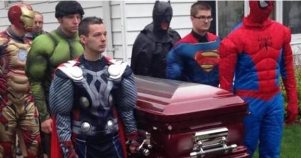 """Menino homenageado por """"super- herói"""" após morte e mulher ..."""