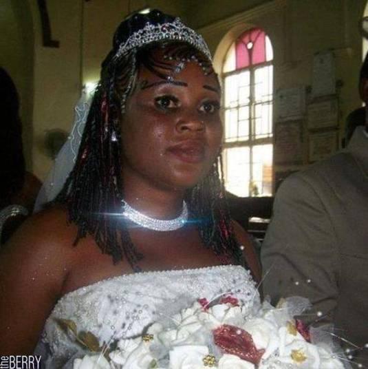 A mulher fica dois meses sem fazer a sobrancelha, só pra deixar preencher aqueles pelinhos que faltam e, no dia do casamento, faz uma coisa dessa! Vai entender...